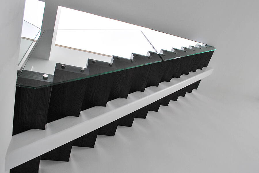 Middle Spine Classic Staircase