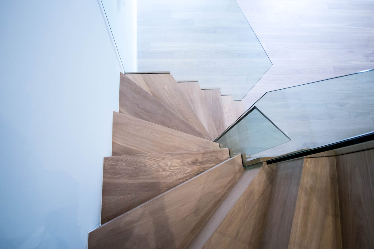 Zig-zag staircase
